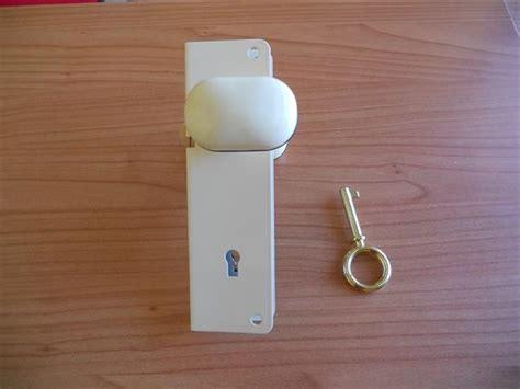 serratura porta alluminio serratura in alluminio con pomolo in plastica