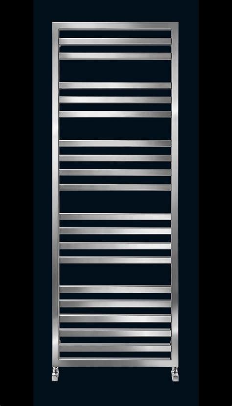 toalleros runtal runtal presenta su nuevo radiador toallero quarus