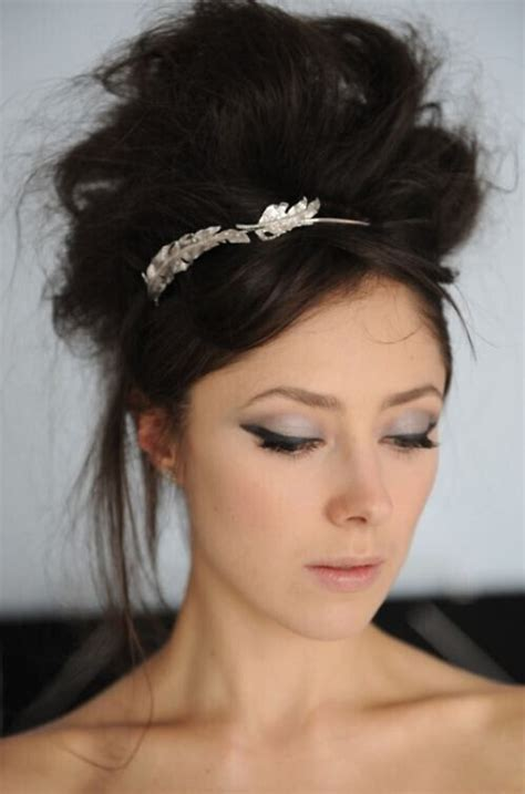 16 pretty and chic updos 16 easy and chic bun hairstyles for medium hair pretty