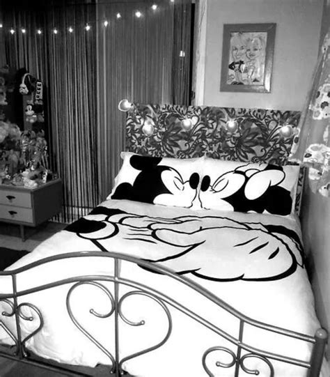 mickey and minnie bedroom minnie and mickey mouse bedding sets