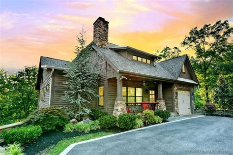 Gatlinburg Luxury Cabins by Title Goes Here