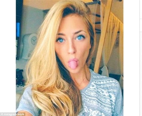 alexis sanchez girlfriend photos alexis sanchez s girlfriend laia grassi poses in