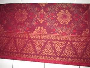 Kain Tenun Ikat Baron Songket Tumpal 19 kain tenun ikat motif tumpal bali merah marun cv tenun indonesia