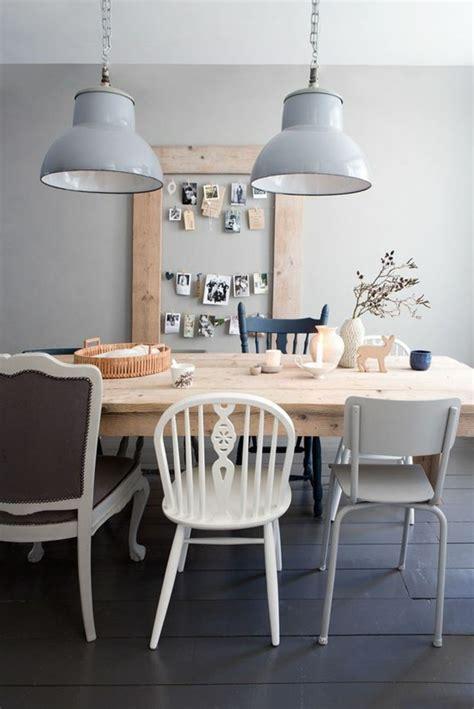 Merveilleux Table A Manger Pliante Design #1: 0-table-design-opour-la-salle-a-manger-table-en-bois-clair-chaises-differentes-pour-la-table.jpg