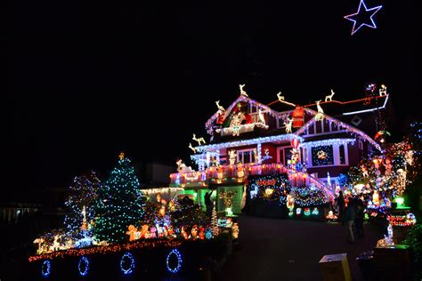 house with the mostxmas light in the world vancouver home decorated with 100 000 lights for charity daily hive vancouver