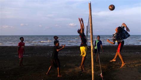 Bola Pantai Ukuran Besar Untuk Bermain Dipantaikolamtempat Wisata kenapa cikarang dan karawang masuk 10 destinasi wisata