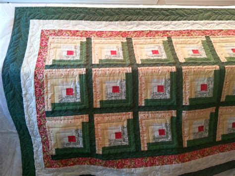sweet traditional log cabin quilt