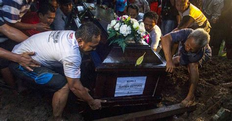 airasia victims airasia victims likely still in their seats expert nbc news