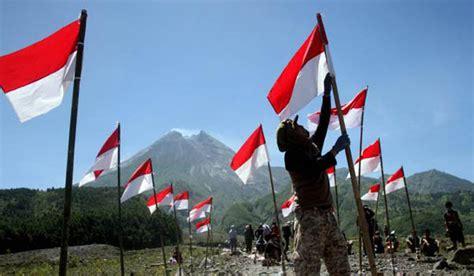 Handuk Tanggung Merah Putih Menyerap ribuan bendera merah putih di perbatasan indonesia papua new guinea nusakini