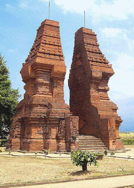 Gapura 15meter 10 candi peninggalan kerajaan majapahit ilham indonesia