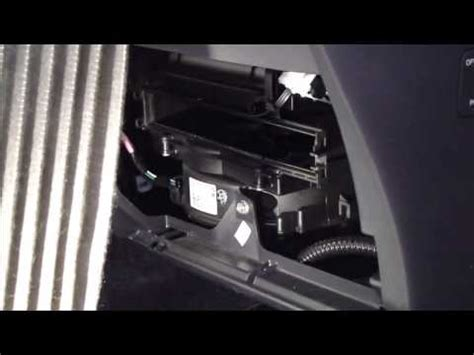 how to replace cabin air filter toyota yaris. years 2006