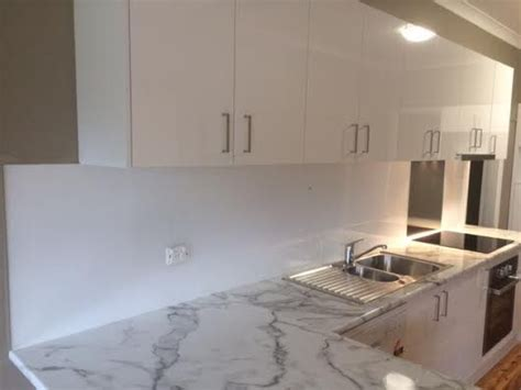 acrylic kitchen installation top 25 ideas about acrylic splashbacks on pinterest