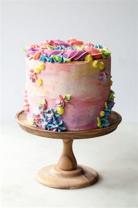 birthday cakes  bake   person