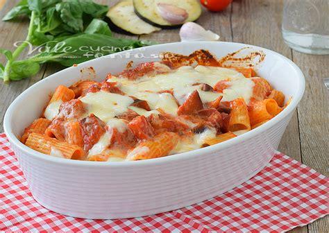 cucinare le melanzane al forno pasta al forno con melanzane e mozzarella
