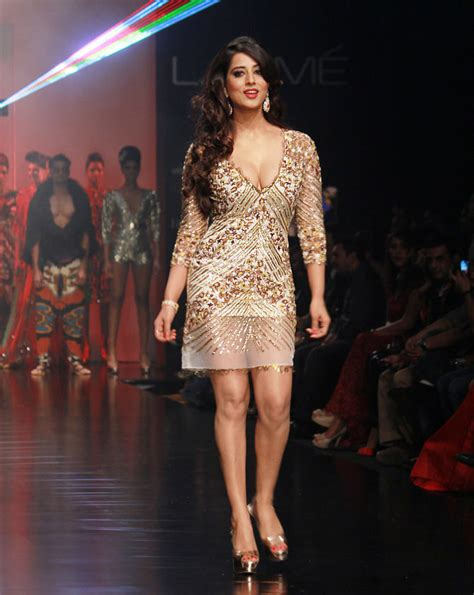 indian actress catwalk the sexiest bollywood celeb on the catwalk