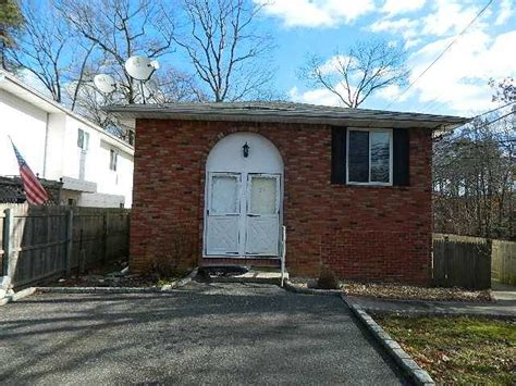 houses for sale in ronkonkoma ny 51 lake promenade ronkonkoma new york 11779 reo home details reo properties and