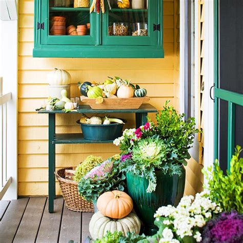 fall porch ideas  ways  add fall color   porch