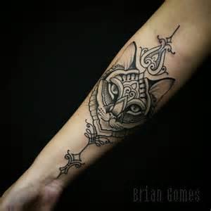 upper thigh tattoos female les 25 meilleures id 233 es concernant tatouage de croix sur le poignet sur pinterest croix sur le