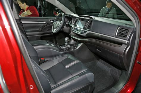 Toyota Highlander Interior Photos Toyota Highlander Reviews And Rating Motor Trend