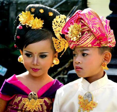 Hiasan Adat Bali Untuk Di Rambut 5 pakaian adat bali pria dan wanita lengkap penjelasan dan gambar