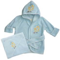 baby bathing towels hooded towels hugamonkey 174 baby slings