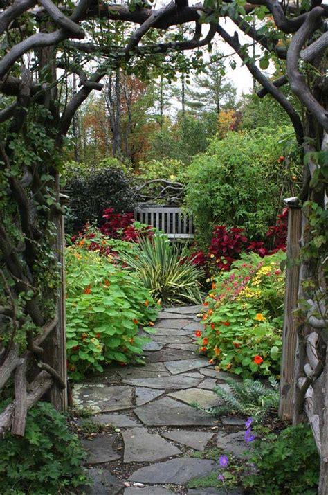 beautiful garden paths   natural stone quiet corner