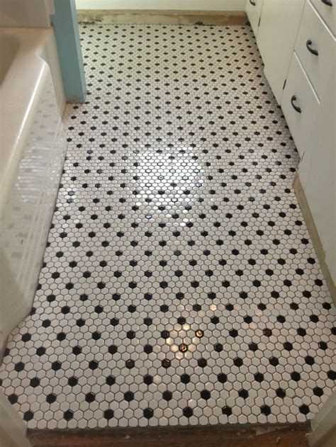 Hex Tiles For Bathroom Floors by Best 20 White Tile Bathrooms Ideas On Modern
