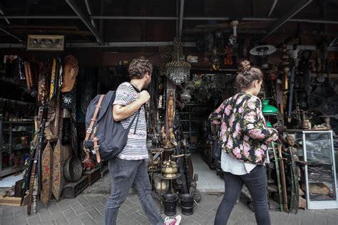Barang Antik Di Jalan Surabaya Jakarta berburu barang antik di jalan surabaya berita properti rumah123