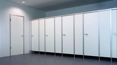 porte bagni pubblici pareti divisorie per servizi igienici