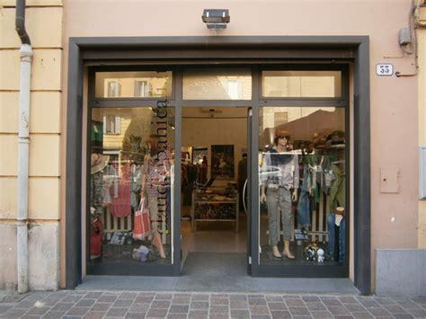 arredo vetrine negozi arredo commerciale vetrina commercio e negozio abbigliamento
