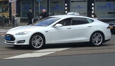 Tesla Taxi Tesla Taxi Limousine Service In Australia Launched