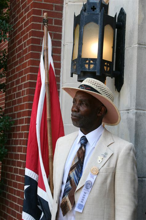 why i wave the confederate flag written by a black man black confederate anthony hervey funeral procession draws