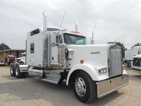 Kenworth W900l 86 Studio Sleeper used 2008 kenworth w900l 86 studio tandem axle sleeper