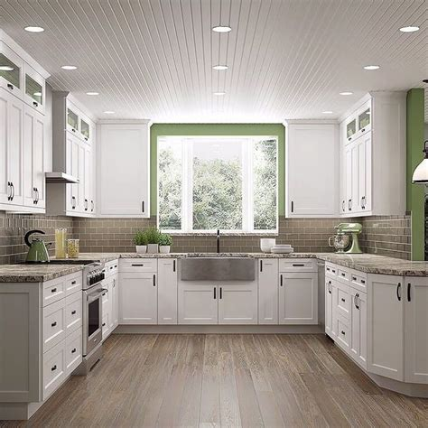 Shaker Style White Kitchen Cabinets by Best 25 White Shaker Kitchen Cabinets Ideas On Pinterest