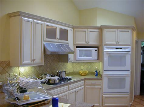 refacing thermofoil kitchen cabinets refacing theril kitchen cabinets manicinthecity