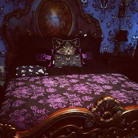 haunted mansion bedroom 25 best ideas about haunted mansion decor on pinterest
