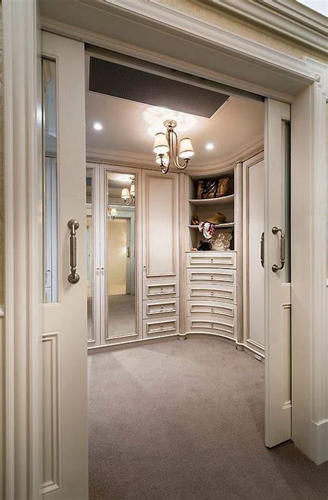 Vanity Room Boutique by 17 Best Images About Walk In Closets On Walk