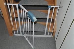 baby gitter treppe zwergspitz hilfe schnelle antworten bitte hund haus