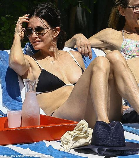 courteney cox daughter coco courteney cox is trim for beach holiday with daughter coco