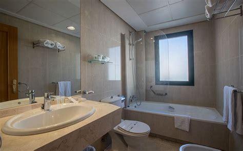 busco habitacion malaga habitaci 243 n doble con terraza hotel torremar 4 m 225 laga