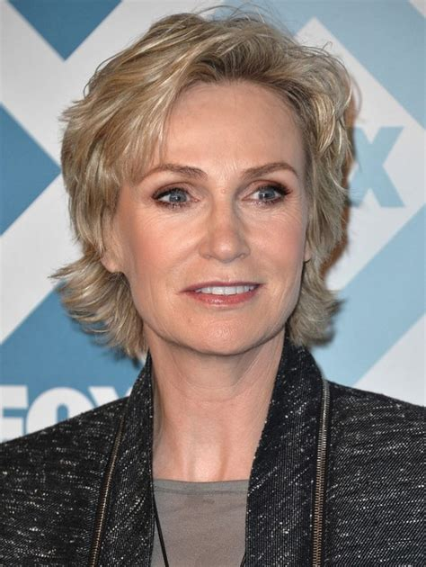 appropriate hairstyle for 25 year old woman 25 easy short hairstyles for older women jane lynch
