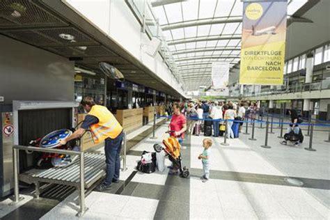 wann kann sitzplã tze im flugzeug reservieren infos zum barrierefreien reisen dortmund airport