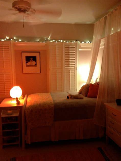 teenage girls late  vintage bedroom traditional