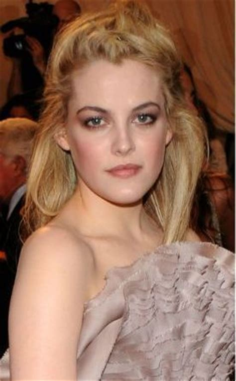 riley keough bra size, age, weight, height, measurements