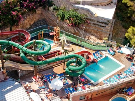 10 Hoteles Con Toboganes Para Familias Numerosas Aqua Magic Rock Gardens Benidorm