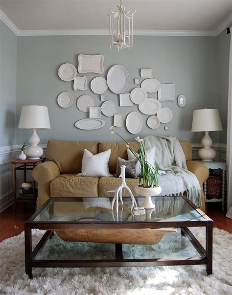 plate wall decor is cheap easy and can be incorporated in