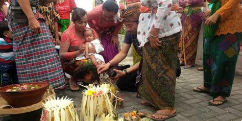 membuat nama anak menurut hindu tradisi unik warga bali tentukan nama bayi di acara tiga