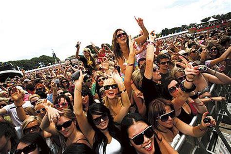house music festivals house in tillford fashion spotlight summer music festivals