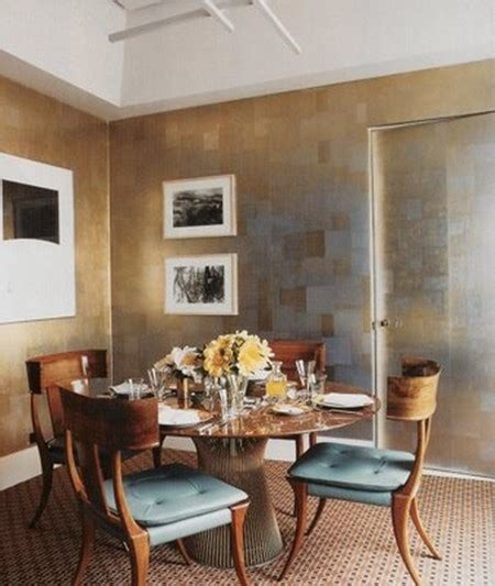 gold wallpaper dining room a arte de misturar cores marrom e azul papo de design