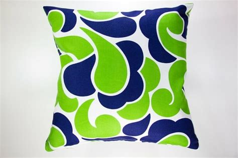 green combination bright apple green and navy i like this color combination